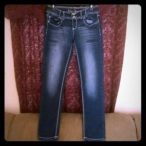 ariya jeans