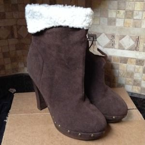 Brown boots size10
