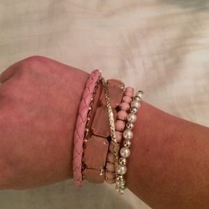 Bracelet/bangle set.