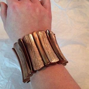 Bronze stretch bracelet.