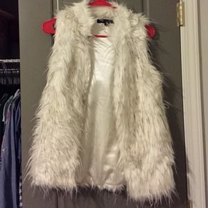 Faux fur white black vest small