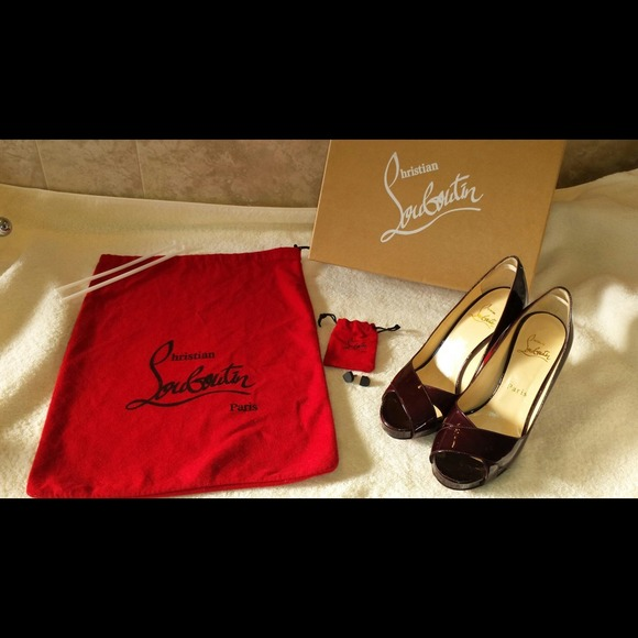 44467ffbf281 Christian Louboutin Shoes - AUTHENTIC Christian Louboutin criss cross PUMPS