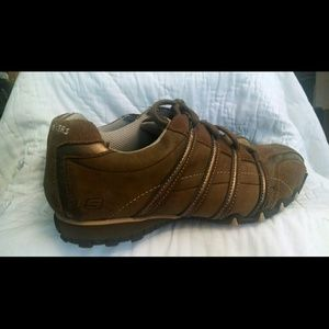 Sketcher's flex walking tennis shoes some leather.