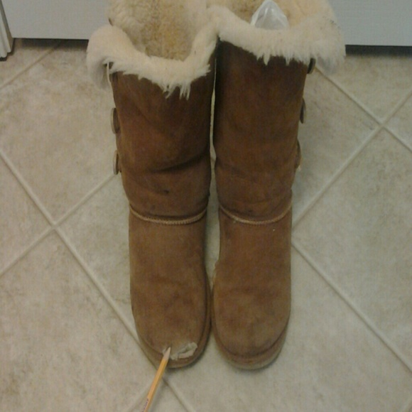 75e91f85f7a Preowned used as is uggs boots kids size 3