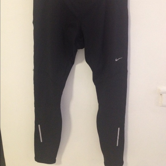 Cool These Nike Relay Capri Pants Are Designed To Offer Unrestricted Movement With A Tight Three Quarter Length Fit, Coupled With Flat Lock Seams And An Elasticated Waist Offering A Comfortable Fit These Ladies Nike Running Pants Are Complete With