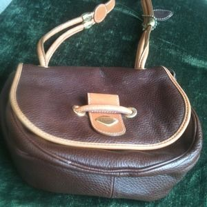 i santi Handbags - Vintage Brown Leather Purse✨