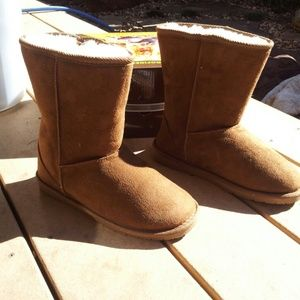 FLASH SALE! NWT Super Comfortable Chestnut Dawgs!