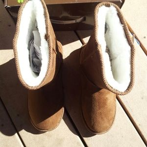 Dawgs Shoes - FLASH SALE! NWT Super Comfortable Chestnut Dawgs!