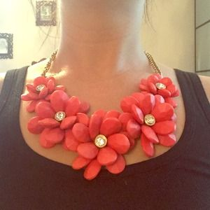 Gorgeous Statement Flower necklace
