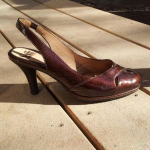 FLASH SALE! LIKE NEW Sofft Brown Patent Heels