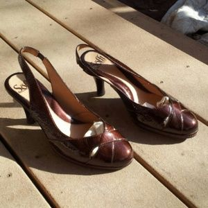 Sofft Shoes - FLASH SALE! LIKE NEW Sofft Brown Patent Heels