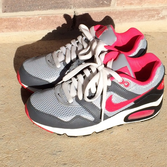 Nike air max in gray/light gray/ and hot pink