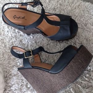 Qupid Shoes - Black wedges