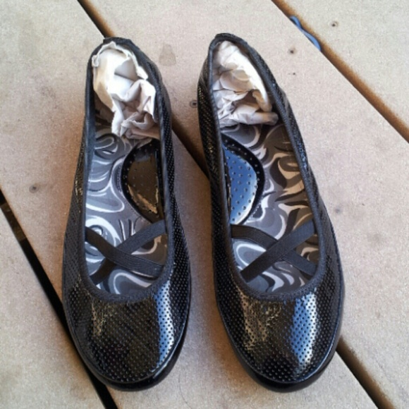 Kelly & Katie Shoes - FLASH SALE! NWT Kelly & Katie Black Patent Flats