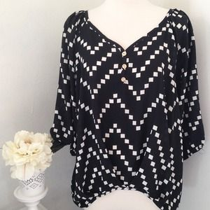 Point Tops - Square Patterned Dolman Top
