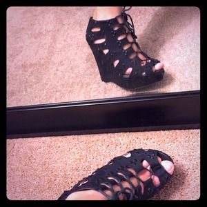 Gianni Bini Shoes - Lace up Gianni bini wedges 💋