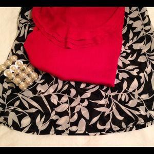 Forever 21 Dresses & Skirts - Black & White Floral Trumpet Skirt size S