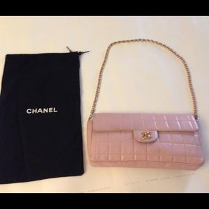 Chanel shoulder bag light pink