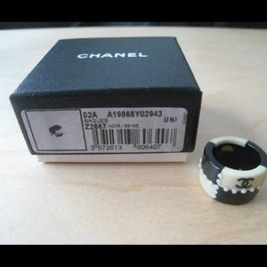 Vintage Chanel Black & Ivory Ring 6.5 02A RARE!