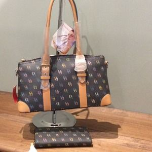 DOONEY & BOURKE HANDBAG WALLET SET