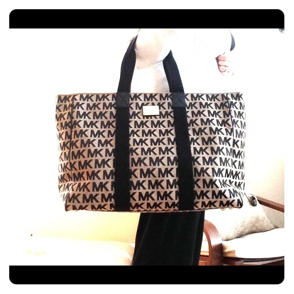 7134fe46fc3f9a New MK Extra Large Jacquard Tote -priced to sell! M_54c65dbfb539e45d1624248c