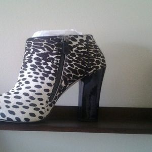 Ann Taylor Gorgeous booties !