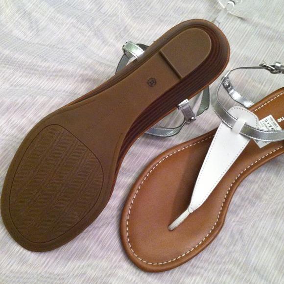 66 liz claiborne shoes liz claiborne white silver