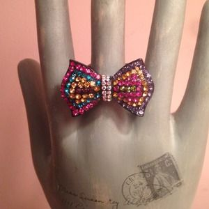 Multi colored bow ring
