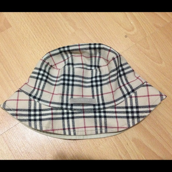 cadfbe248d5 Burberry Accessories - Authentic Burberry reversible soft bucket hat.