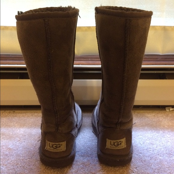 Dark brown Uggs kids size 3