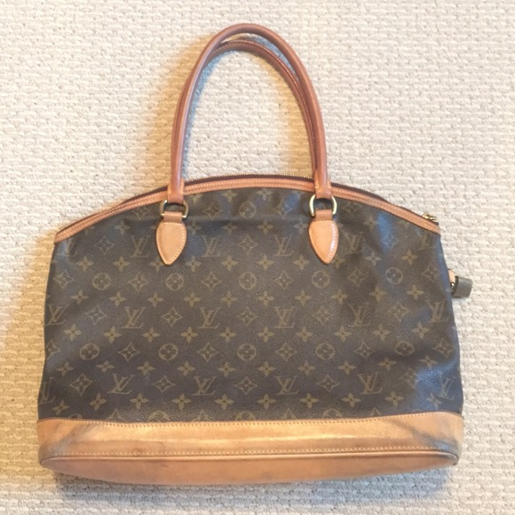 afd9ab24ee83 Louis Vuitton Handbags - LV bag. SELLING ON TRADESY OR MERCARÏ ONLY