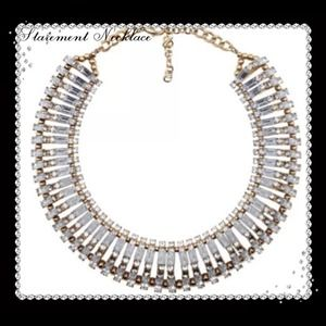 NWT Stunning Crystal Statement Necklace