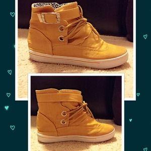 Brown Yellow Sneaker