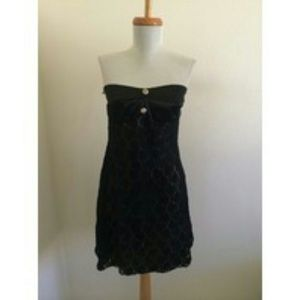 "D7 Lola's ""Little Black Dress"""