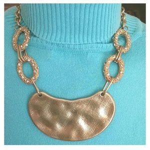 NWT GOLD BIB STATEMENT NECKLACE