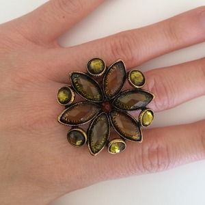 Jewelry - Floral cocktail ring
