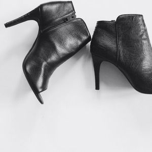 Nwt leather Joie open toe booties