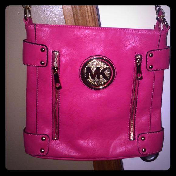 ef8f962198 Michael Kors hot pink Crossbody purse. M 54c9472a3a3efc640d079e80