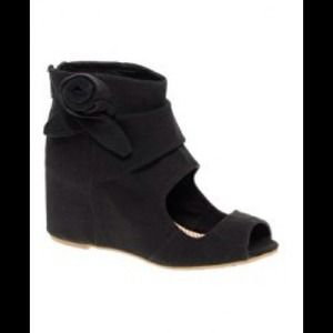 80%20 flora ankle bootie wedge size 8.5