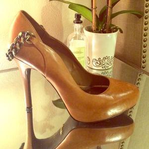 Fergie leather pump