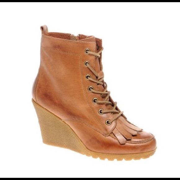 55 bertie shoes sold bertie paulo fringe wedge
