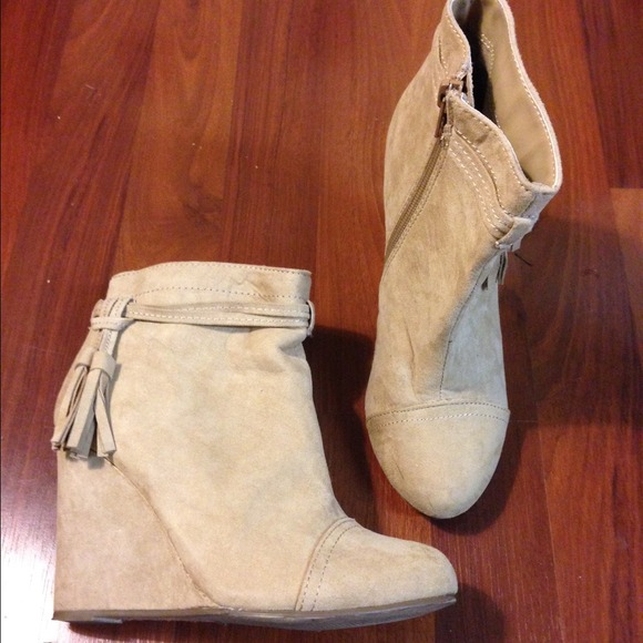 e29093602f1 Forever 21 Boots - Tan faux suede tassel wedge ankle boot bootie