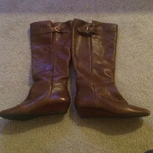 Steve Madden Cognac Brown Boots with gold buckle