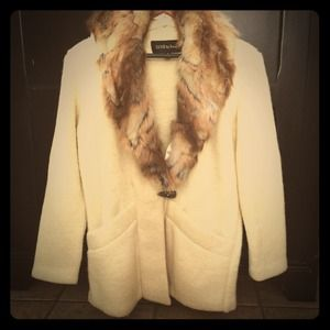 Cream coat with toggle & faux fur