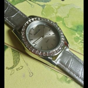 Croton Accessories - 🌺Gorgeous NEW Silver Leather Watch w/Crystals🌺