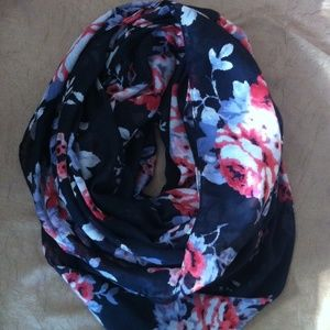 Six Accessories - Infinity scarf