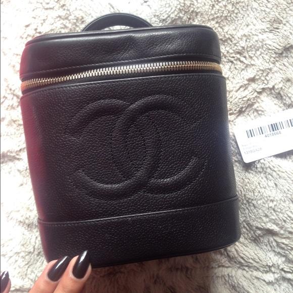 dae62177b76 CHANEL Handbags - Vintage Chanel Vanity Bag