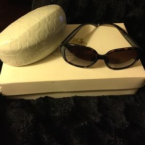 Tortoise Frame Authentic Coach sun glasses!