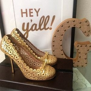 Alaia Shoes - 1 DAY SALE‼️// Alaia Laser Cut Gold Heels