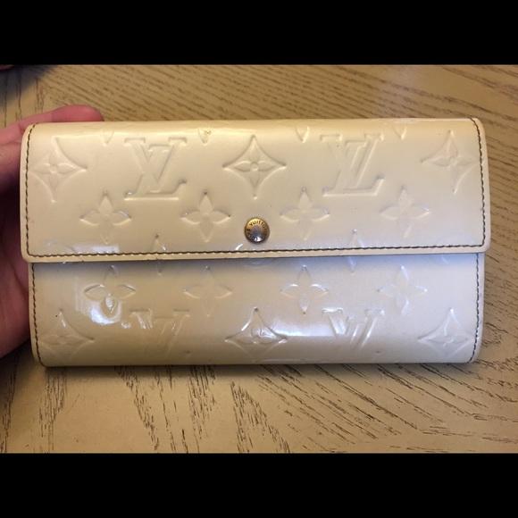 da16c81eb5e4a Louis Vuitton Clutches   Wallets - SALE! AUTHENTIC LOUIS VUITTON VERNIS  SARAH WALLET